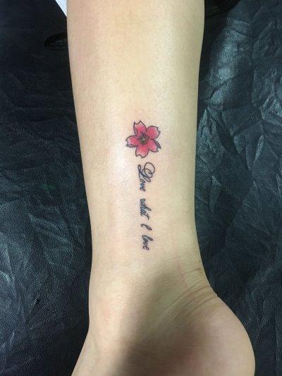 手臂字母纹身小清新
