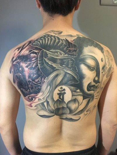 背部佛系纹身