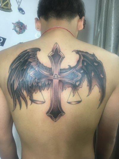 背部翅膀十字架纹身-缩略图