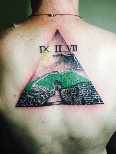 背部三角彩色纹身-缩略图