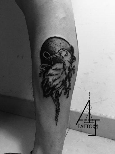 腿部鸟类纹身