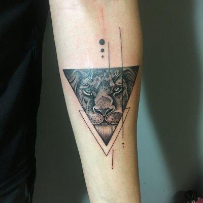 <b>手臂三角兽头纹身</b>-缩略图