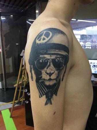 手臂带帽狮头纹身-缩略图