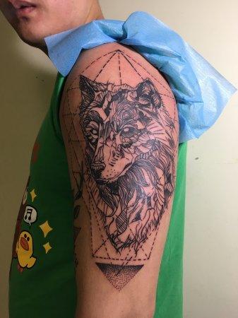 手臂狼纹身-缩略图