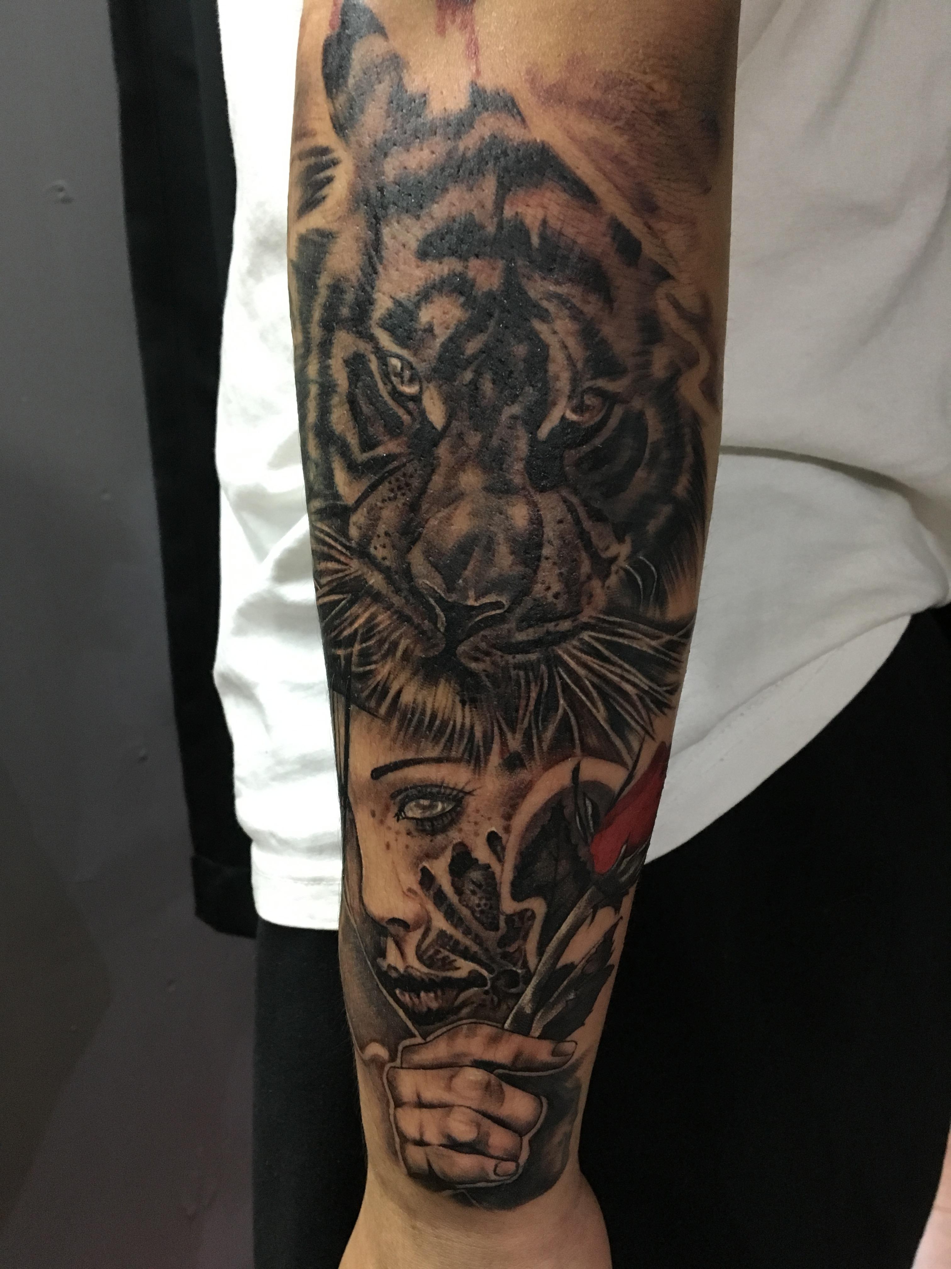 美女与野兽手臂纹身
